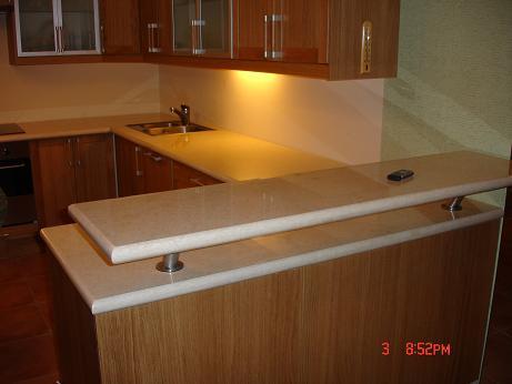 Кухонная столешница может быть выполнена из мраморов и гранита.